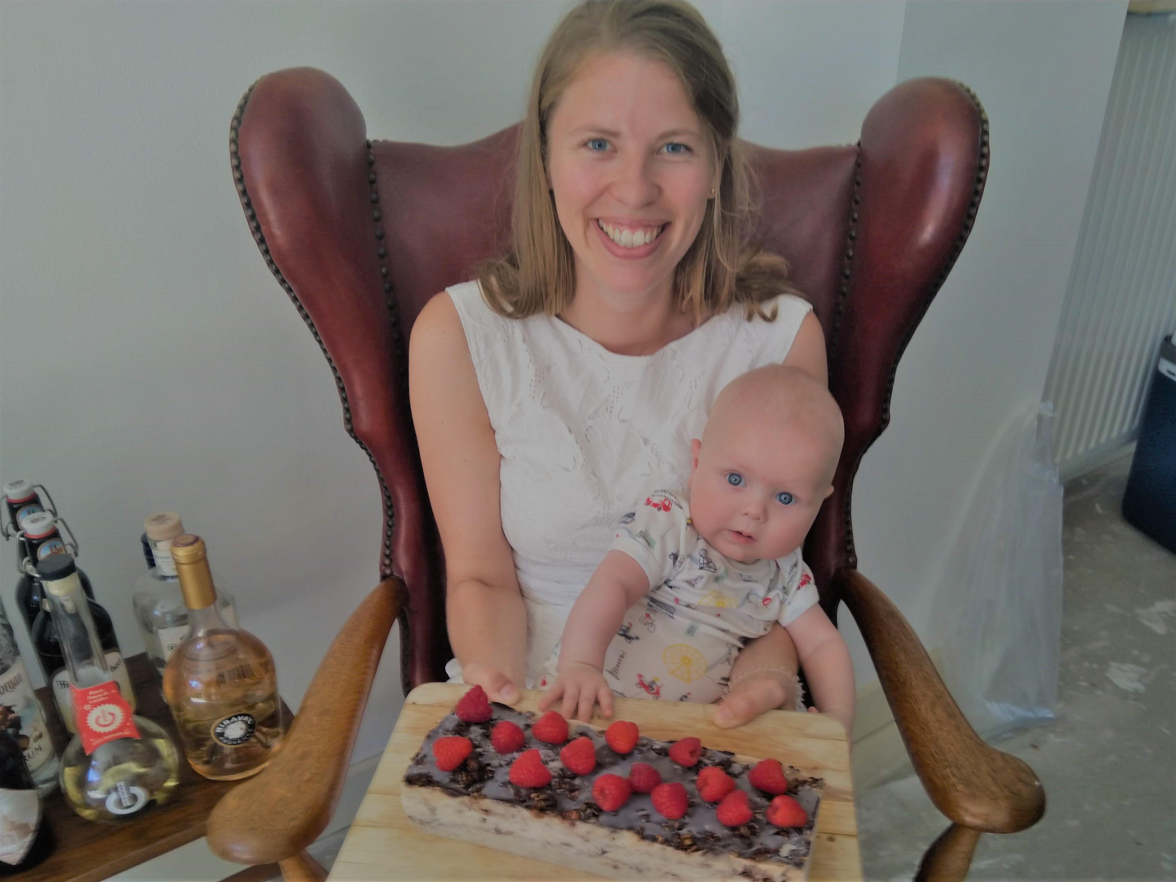 Kind sparen voor je kind baby met taart