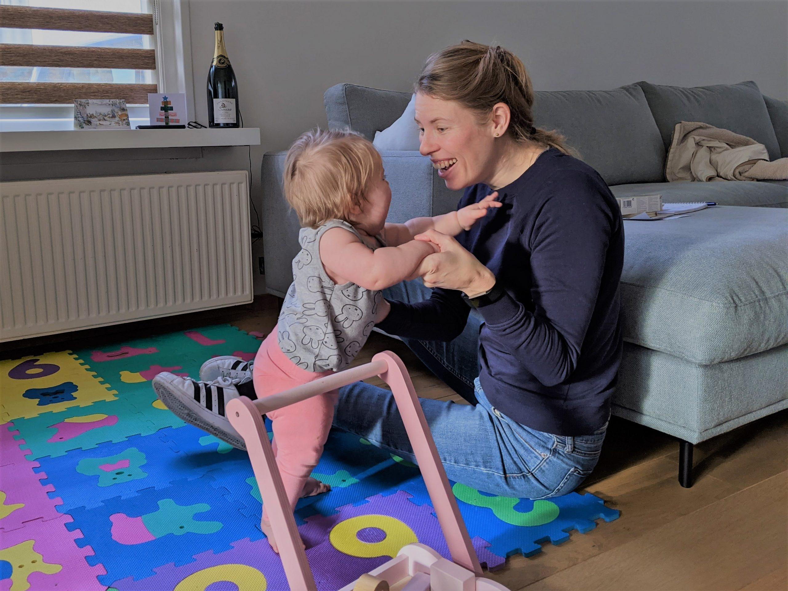 beheerd beleggen staan helpen baby